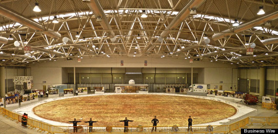 http://www.aljalawi.net/wp-content/uploads/2012/12/worlds-largest-pizza1.jpg