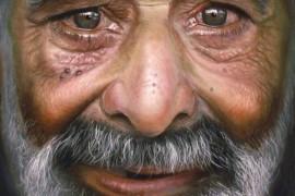 صور : فنان يرسم لوحات كأنها حقيقية لكن بالدموع !