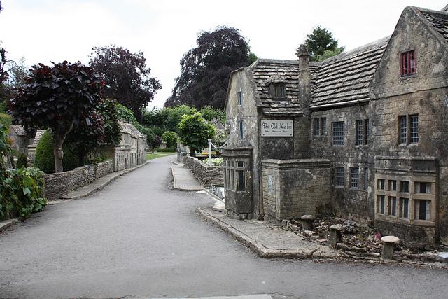 قرية انجليزية مصغرة مصممة بدقة عالية