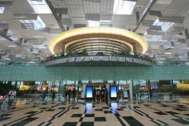 صور : مطار سنغافورة يحصل على جائزة أفضل مطار في العالم لعام 2013