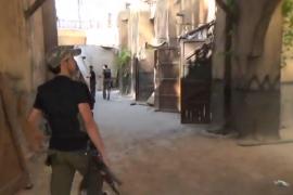 فيديو : الجيش الحر يستولي على استيديو مسلسل باب الحارة !