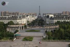 صور / فيديو : الصين تستنسخ باريس مع برج ايفل