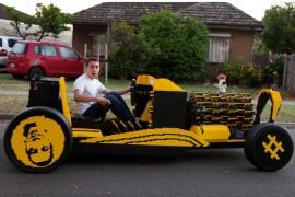 صورة / فيديو : مراهقين من رومانيا يصنعون سيارة تعمل بالهواء من 500,000 قطعة ليغو