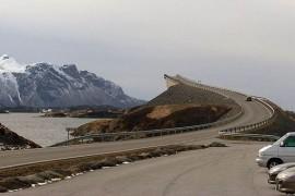 """صور : جسر """" إلى المجهول """" من أغرب جسور السيارات في العالم !"""