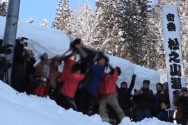 فيديو : من العادات في اليابان حذف الرجال المتزوجين حديثاً من الجبل !