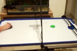 فيديو : شاب يخترع منافس آلي صعب جداً في لعبة هوكي الطاولة