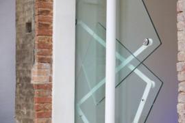 صور / فيديو : ابتكار أبواب تفتح مصممة بشكل غريب