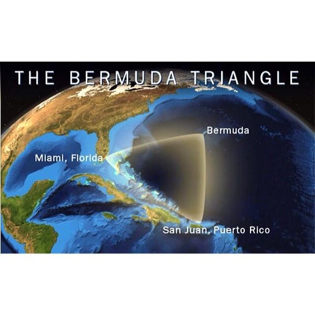 """مثلث برمودا (المعروف باسم """"مثلث الشيطان"""") هو مثلث متساوي الأضلاع (نحو 1500  كيلومتر في كل ضلع) ومساحته حوالي مليون كم²، يقع في المحيط الأطلسي بين برمودا،  ..."""