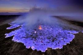 صور : بركان ازرق في اندونيسيا .. كأنه من فيلم خيالي