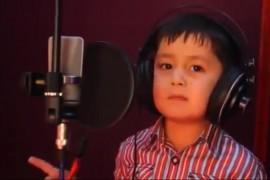 فيديو : أغنية رائعة جداً بصوت طفل أفغاني عمره 4 سنوات