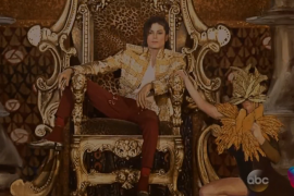فيديو : عودة مايكل جاكسون في حفلة مباشرة مع اغنية جديدة باستخدام أحدث تقنية