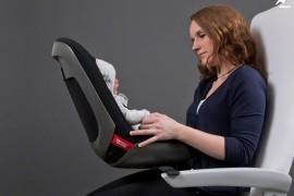 صور : ابتكار كرسي مخصص للأطفال الرضع في الطائرة