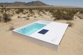 صور : فنان نمساوي يصمم حوض سباحة سري وسط صحراء كاليفورنيا